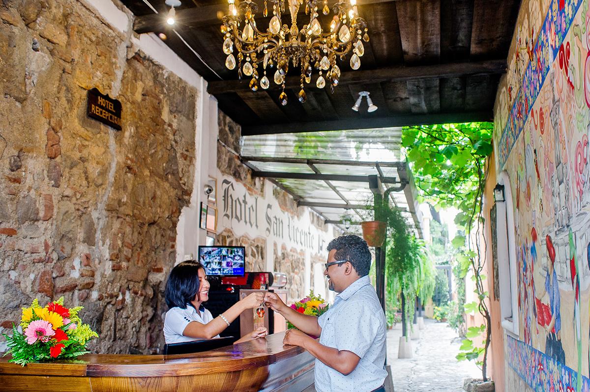 hotel-posada-san-vicente-lobby-antigua-guatemala